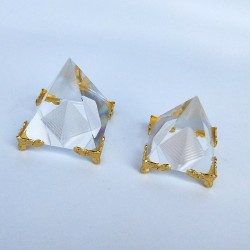 Energy healing - Feng Shui - crystal Egyptian pyramid